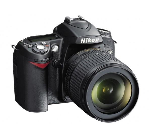 Nikon D90 18-105MM VR